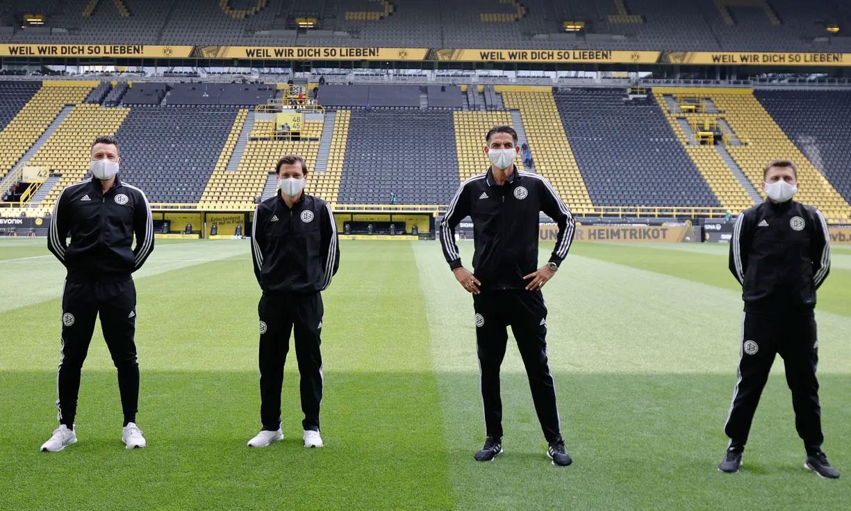 Οι διαιτητές του αγώνα Ντόρτμουντ – Σάλκε πηγή: Guardian