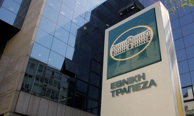 Ρουβίκωνας: Επίθεση με βαριοπούλες στα γραφεία της Εθνικής Τράπεζας στη λεωφόρο Αθηνών