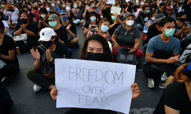 Η Ταϊλάνδη ζει τις μεγαλύτερες αντικυβερνητικές διαμαρτυρίες από το στρατιωτικό πραξικόπημα του 2014