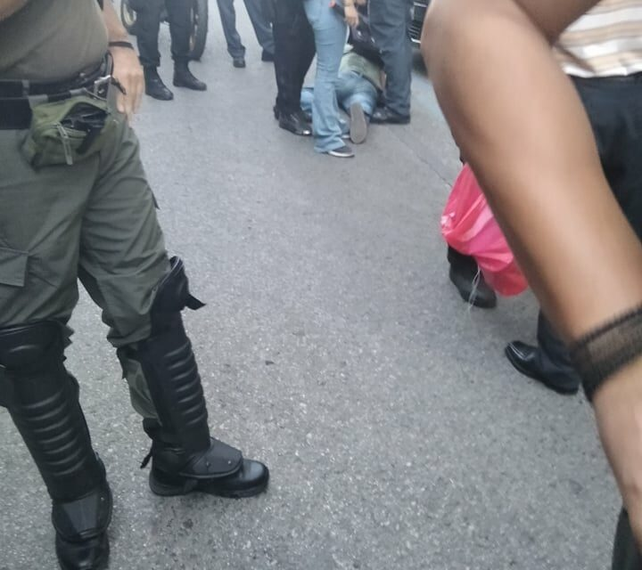 Θεσσαλονίκη: Προκλητική σύλληψη δυο Τούρκων αγωνιστών κατά την διάρκεια παρέμβασης [VIDEO]