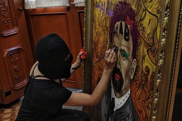 Μεξικό: Οι φεμινίστριες καταλαμβάνουν ομοσπονδιακό κτίριο και χρησιμοποιούν τη ζωγραφική ως όπλο