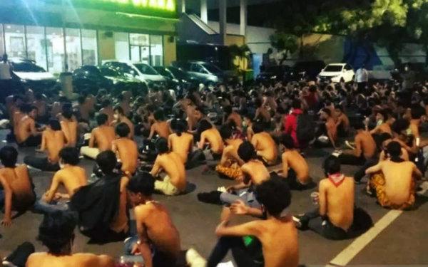 [Ινδονησία] Η αστυνομία συλλαμβάνει 4.115 άτομα κατά τη διάρκεια διαδηλώσεων κατά του νόμου Omnibus