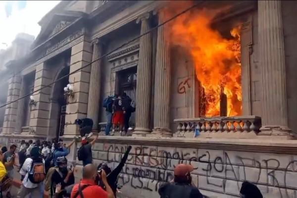 Η ώρα της Γουατεμάλας: Κοινωνική και Λαϊκή Εξέγερση