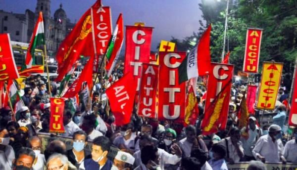 Η μεγαλύτερη απεργία στον κόσμο: 200 εκατ. εργαζόμενοι παραλύουν την Ινδία