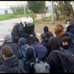 Εισβολή της αστυνομίας στο Πολυτεχνείο – Συγκέντρωση αλληλεγγύης στην πλατεία Εξαρχείων (φωτογραφίες και video)