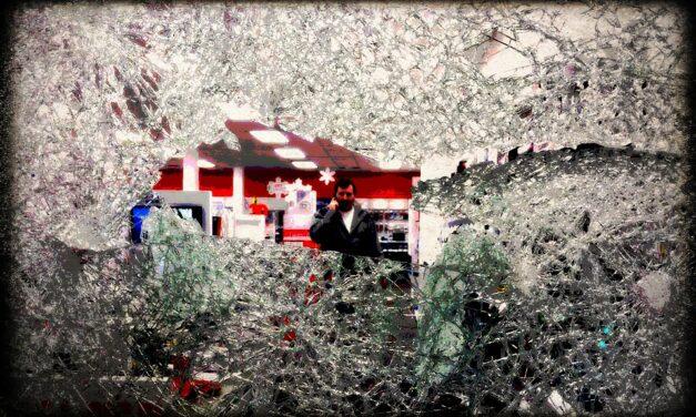Γιατί σπάμε όλα τα παράθυρα