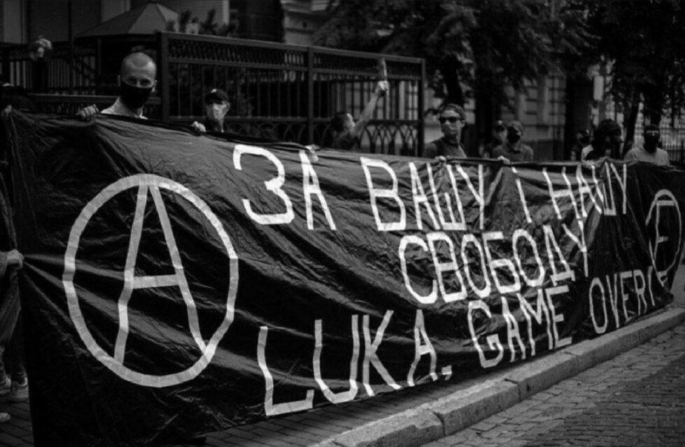 """Στην Αλβανία εξέγερση, στην Λευκορωσία """"απόπειρα πραξικοπήματος"""";"""