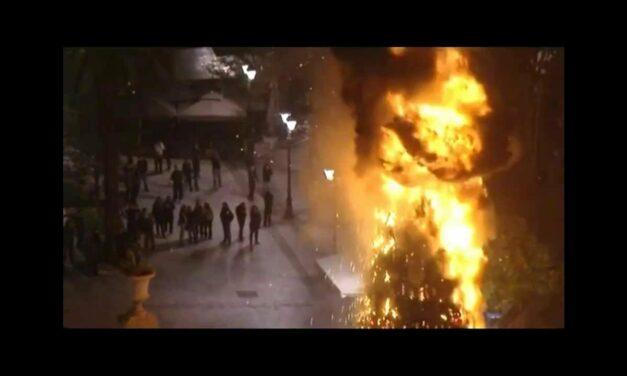 Εξεγερμένα Κάλαντα: Σαν σήμερα στην Εξέγερση του Δεκέμβρη το 2008 (VIDEO)