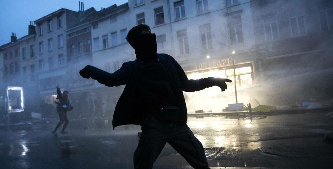 Βρυξέλλες   Συγκρούσεις με τις αστυνομικές δυνάμεις μετά τη δολοφονία του 23χρονου Ibrahima