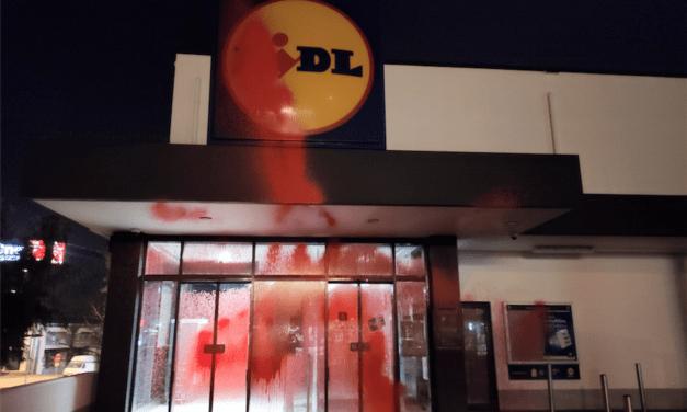 Ρουβίκωνας: Παρεμβάσεις σε καταστήματα Lidl