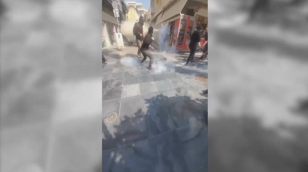 Βίντεο απο την σημερινή συγκέντρωση και τα επεισόδια στο Ηράκλειο Κρήτης – Πλ. Λιοντάρια