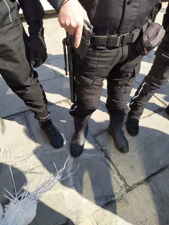 Αστυνομικός με το χέρι στο όπλο στην πρυτανεία ΑΠΘ