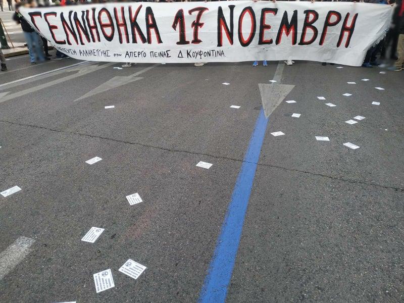 θήνα   Από την συγκέντρωση στην πλατεία Συντάγματος. Τουλάχιστον 3000 άτομα στην συγκέντρωση που είναι καλεσμένη από τις 18:00.