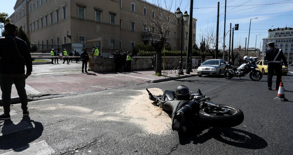 Εγκεφαλικά νεκρός σε τροχαίο δίπλα στη Βουλή από υπηρεσιακό αυτοκίνητο της Ντ. Μπακογιάννη