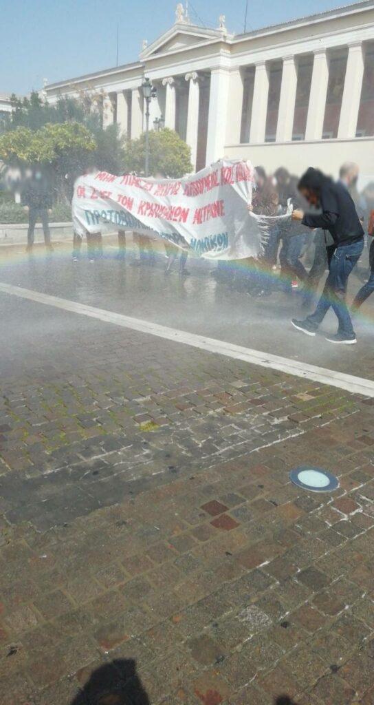 Αθήνα   Αύρα και χημικά στους συγκεντρωμένους