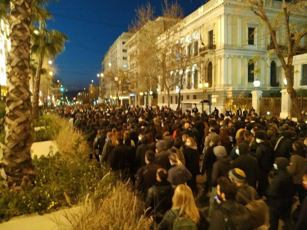 Χιλιάδες άνθρωποι στο δρόμο στο πλευρό του απεργού πείνας