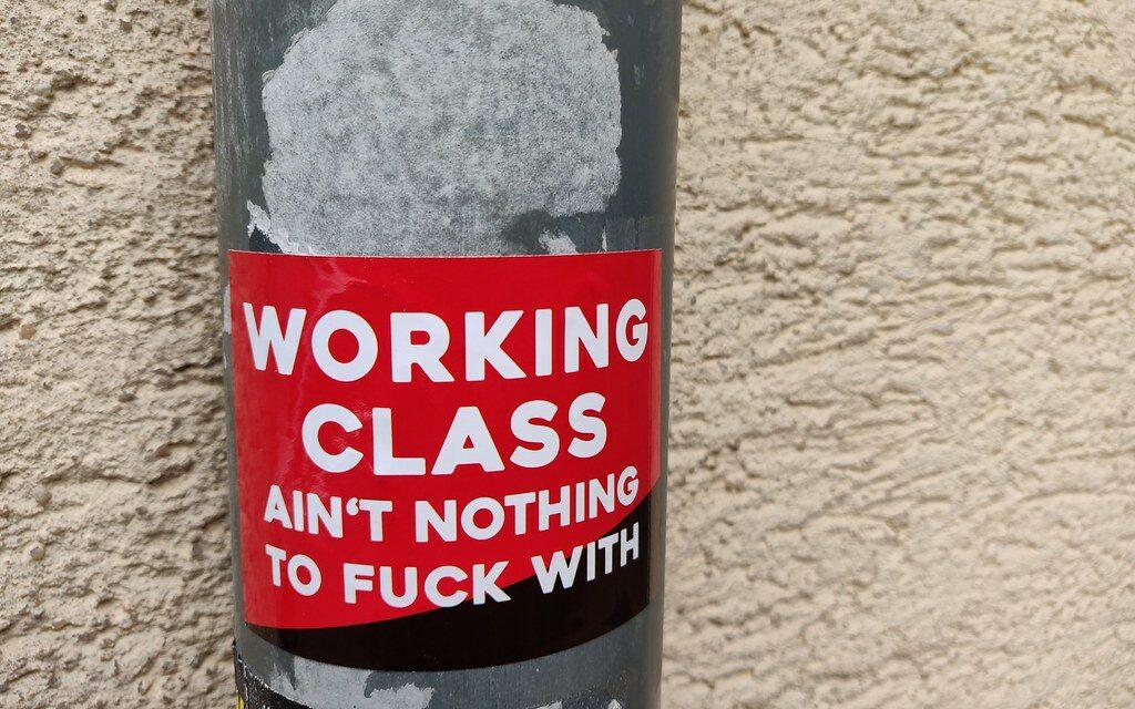 Δωράκια από την Κυβέρνηση στα αφεντικά, Κυριακές και πλήρης απορρύθμιση της εργασίας. Κι εμείς;