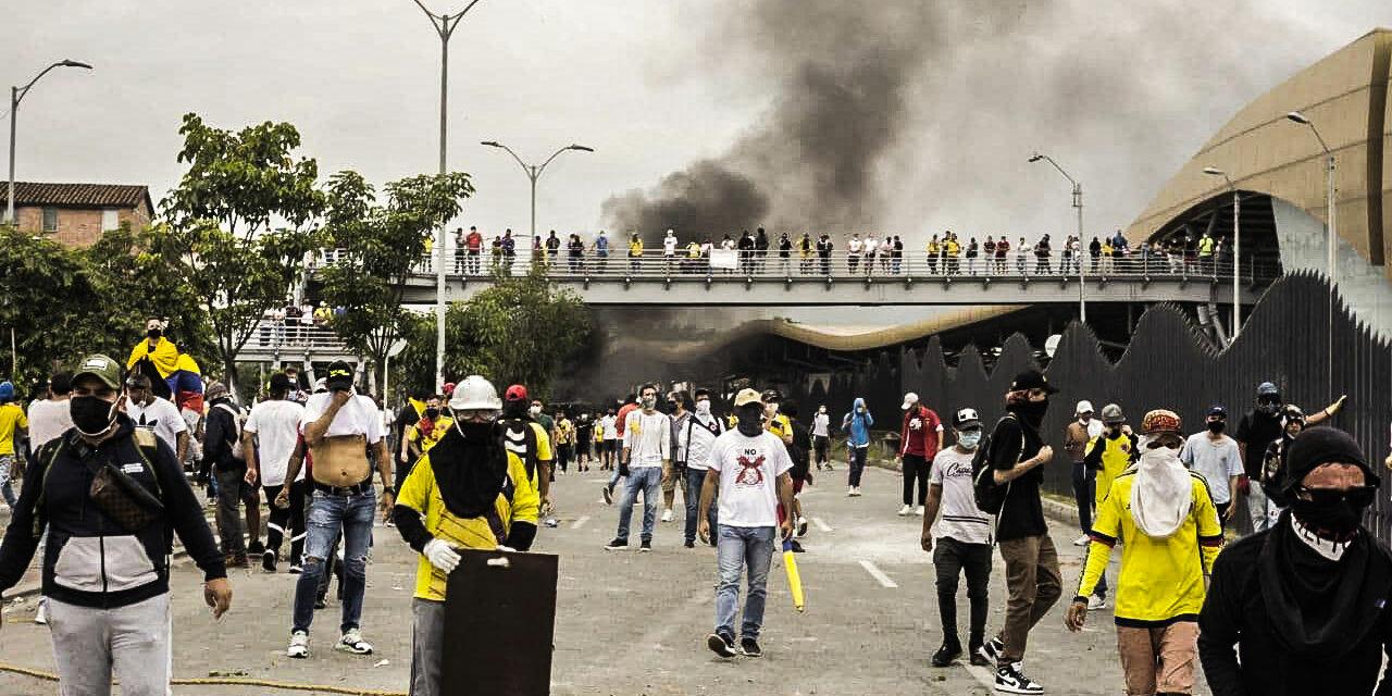 """""""Αντ 'αυτού, γίναμε εκατομμύρια"""" H γενική απεργία της Κολομβίας"""