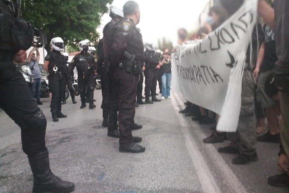 Προκλήσεις της αστυνομίας στο ΑΠΘ και καλέσματα φοιτητ(ρι)ών ενάντια στην αστυνομοκρατία (VIDEO)