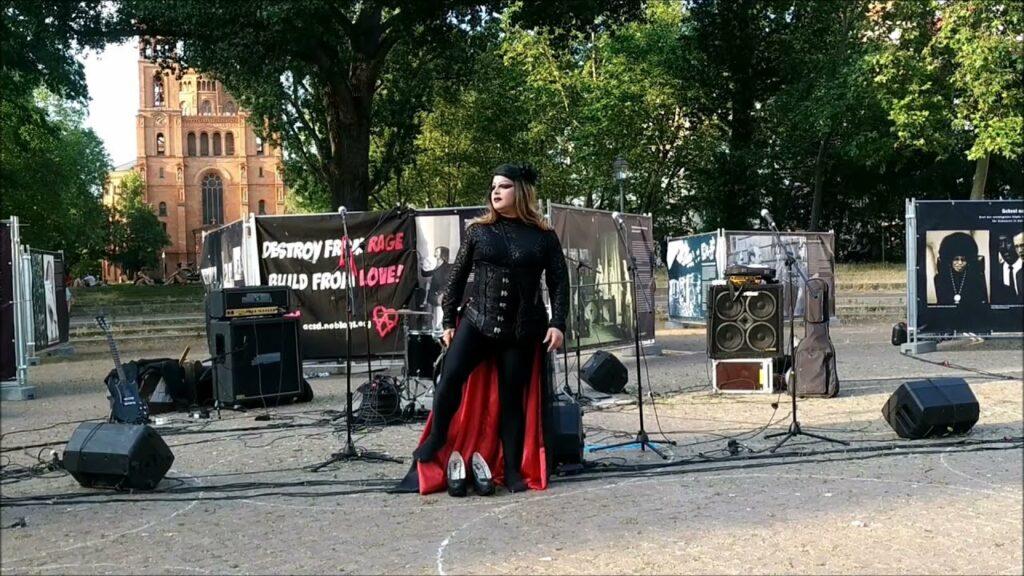Drag Queen Lafert | Πολιτική και κοινωνική Art Performance στο Βερολίνο